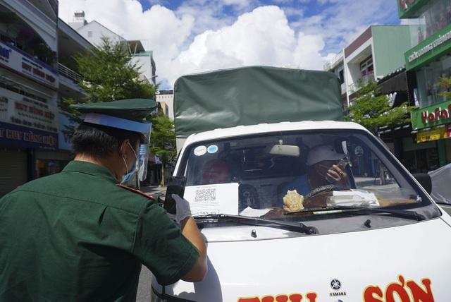 """Cấp giấy đi đường ở Đà Nẵng: Ngồi nhà """"kích chuột"""" đăng ký; qua chốt kiểm soát chỉ mất vài giây - Ảnh 1."""