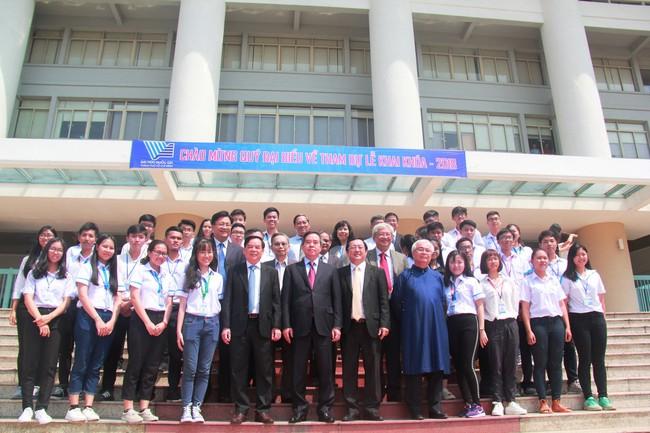 Trưởng ban Kinh tế Trung ương Nguyễn Văn Bình dự lễ khai khóa và làm việc với ĐHQG-HCM - Ảnh 1.
