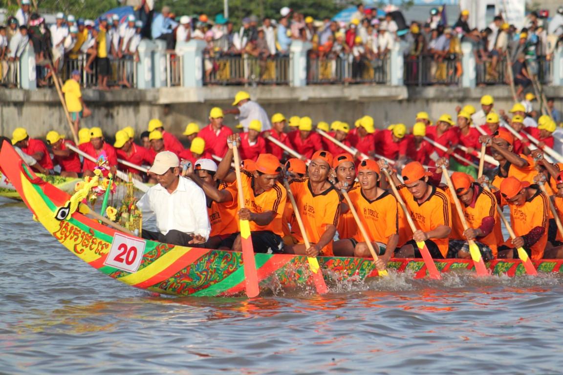 Lễ Hội Oóc Om Bóc - Đua Ghe Ngo Sóc Trăng.