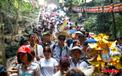 Gần 5 vạn người đổ về lễ phật trước ngày khai hội Chùa Hương