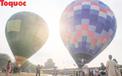"""Du khách thích thú ngắm những """"quả bóng bay"""" khổng lồ trên bầu trời Cố đô Huế"""