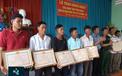 Sản phụ bị đuổi xuống lề đường, 9 ngư dân cứu sống 22 thuyền viên Philippin: Hai câu chuyện và hai cái kết đối lập