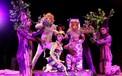 Sân khấu Xiếc lần đầu tiên đưa nữ diễn viên vào biểu diễn cùng trăn khổng lồ trong bể nước