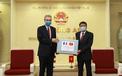 Bộ Công an tặng Bộ Nội vụ Pháp vật tư y tế chống dịch Covid-19