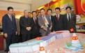 Thường trực Ban Bí thư Trần Quốc Vượng tham quan không gian trưng bày sách chào mừng Đại hội XIII của Đảng