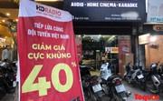 """Hàng quán trang hoàng, """"tung chiêu"""" câu khách trước thềm chung kết Việt Nam - Malaysia"""