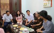 Bộ trưởng Nguyễn Ngọc Thiện đến thăm các gia đình cán bộ ngành VHTTDL là con liệt sĩ