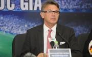 """""""Phù thủy trắng"""" Philippe Troussier gọi 9 cầu thủ lần lượt trả lời phỏng vấn trong một lần"""