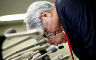 """Cúi đầu nhận lỗi, Nhật Bản bất ngờ """"sờ gáy"""" một loạt vi phạm"""