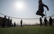 """Bất ngờ trường học Trung Quốc đào tạo các bé trai thành """"đàn ông đích thực"""""""