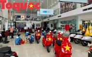Lo trời mưa, doanh nghiệp nghỉ bán dành hẳn showroom phục vụ người hâm mộ xứ Huế