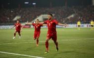 """Clip: Pha """"vô lê"""" đẹp mắt của tiền đạo Anh Đức xé lưới đội tuyển Malaysia"""