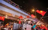 """""""Bão tuyết"""" bất ngờ xuất hiện trên đường phố Hà Nội hòa cũng cơn """"bão"""" người hâm mộ"""