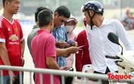 Vé trận Việt Nam vs Malaysia: Giá vé chợ đen tung tăng nhảy múa trước trận đấu