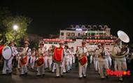 Đoàn nghi lễ Công an nhân dân diễu hành, biểu diễn phục vụ người dân tại phố đi bộ hồ Hoàn Kiếm