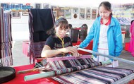 Công bố Di sản văn hóa phi vật thể quốc gia- Nghề dệt thổ cẩm truyền thống của người Hrê