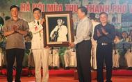 Người dân thủ đô và du khách thích thú với màn trình diễn của Đoàn Nghi lễ Công an nhân dân