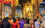 Hàng nghìn người đổ về khai hội đền Huyền Trân 2019