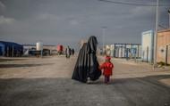 """Châu Âu """"khoét sâu"""" chia rẽ, e sợ Mỹ phóng thích tù nhân IS tại Syria"""