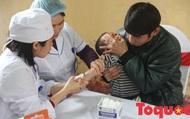 Chưa an tâm với kết quả, người dân Bắc Ninh tiếp tục đưa con đi xét nghiệm nhiễm sán lợn