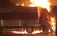 Thanh Hóa: Xe bốc cháy sau va chạm giao thông, 2 người chết cháy trong cabin