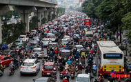 """Nhìn những hình ảnh này mới thấy """"đề xuất cấm xe máy 6 tuyến phố Hà Nội"""" là vô cảm với người dân nghèo"""