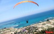 Gần 100 phi công dù lượn tô điểm cho cảnh sắc hùng vĩ trên bầu trời Lý Sơn