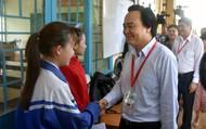 Thí sinh, phụ huynh tỉnh Đắk Lắk bất ngờ khi được tư lệnh ngành Giáo dục thăm hỏi, động viên