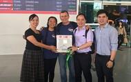 Món quà đặc biệt: Bác sĩ Mỹ tặng 10 giác mạc cho bệnh nhân Việt Nam
