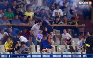 Báo quốc tế nhìn nhận gì về bóng đá Việt sau vụ nữ CĐV bị pháo sáng bắn trúng?