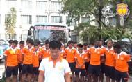 Giám đốc kỹ thuật Nguyễn Văn Sỹ cùng CLB Nam Định cúi đầu xin lỗi CĐV bị thương do pháo sáng