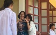 """Những cô giáo Việt gây """"bão mạng"""" với màn chào hỏi học sinh """"siêu đáng yêu"""""""