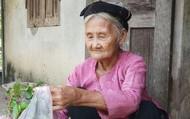 Cụ bà xin trả sổ hộ nghèo và 16 lãnh đạo lắp camera cho nhà riêng bằng công quỹ: Những sự đối lập nghẹn đắng
