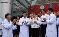 """Clip: Bệnh nhân ung thư hát cùng lãnh đạo và các bác sỹ Bệnh viện K ca khúc """"Mùa Xuân trên quê hương"""""""