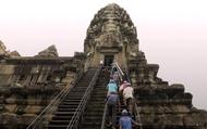 """Những """"người nhện"""" mạo hiểm tính mạng vì Angkor Wat"""