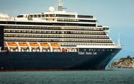 """Bị 4 nước """"hắt hủi"""" không cho cập cảng, lênh đênh trên biển suốt 2 tuần vì nỗi lo virus Covid-19, hành khách trên một du thuyền khác cầu cứu trong tuyệt vọng"""