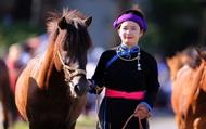 Lần đầu tiên có nài ngựa nữ tham gia đua ngựa Bắc Hà