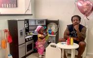 """Ông bố trẻ lên mạng review """"chê bai"""" nhà hàng của cô con gái 2 tuổi khiến dân mạng phải cười bò"""