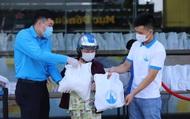 Trao tặng 2.800 suất nhu yếu phẩm thiết yếu cho người dân gặp khó khăn do dịch bệnh COVID-19