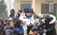Ấm lòng những suất quà trao tặng cho học sinh nghèo Sapa trong những ngày giá rét