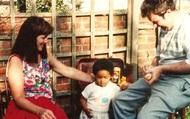 Cặp vợ chồng da trắng sinh ra con gái da đen khiến đứa trẻ bị bắt nạt cả quãng đời tuổi thơ, mãi đến khi người chồng qua đời sự thật mới được hé lộ