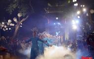 Áo dài truyền thống Việt Nam tỏa sáng tại Văn Miếu Quốc Tử Giám