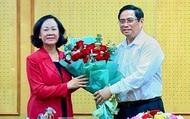 Bàn giao nhiệm vụ Trưởng Ban Tổ chức Trung ương cho bà Trương Thị Mai