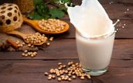 Trẻ uống sữa đậu nành có dậy thì sớm không?