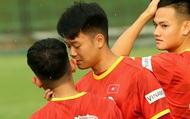 Thành Chung véo cổ, bắt nạt Hồng Duy trước buổi tập