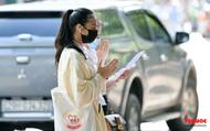 Trước ngày diễn ra kỳ thi khốc liệt nhất trong năm: Thí sinh đi lễ cầu may phía ngoài Văn Miếu - Quốc Tử Giám