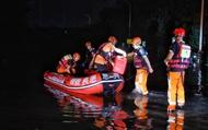 Trung Quốc huy động hàng loạt thiết bị công nghệ cao giải cứu người dân trong trận lũ lụt