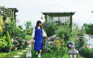Người phụ nữ bỏ phố về quê để làm vườn hoa 1.500m2 tuyệt đẹp, ngày cao điểm hút 3.000 người đến thăm: Nửa đời người về sau, hãy dành cho chính mình