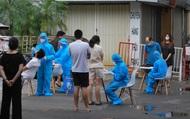 """Hà Nội: Dựng rào sắt, chặn các lối vào nhà bệnh nhân COVID-19 mới liên quan """"ổ dịch"""" tại Kim Đồng"""