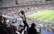 """Video: Bất ngờ Tổng thống Macron """"lên đỉnh thăng hoa"""" cùng tuyển Pháp"""